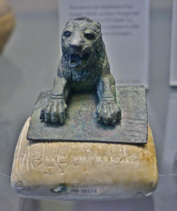 A lion and a stone tablet bearing the earliest known text in Hurrian. Wikimedia Commons
