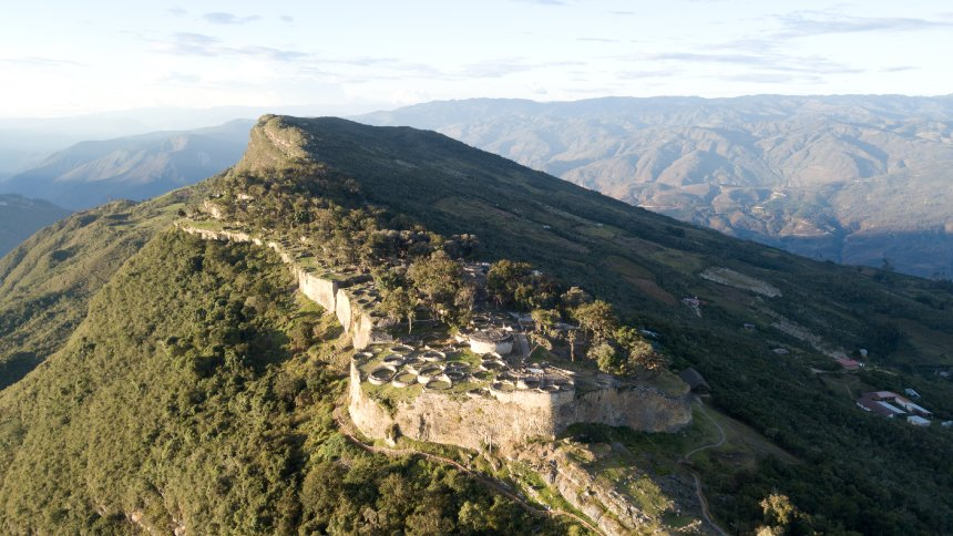The fortress Kuélap is the most famous monument of the Mist Warriors and was used between 500 and 1570 AD. This makes it much older than the famous Inca city of Machu Picchu. Foto (Wandermut)